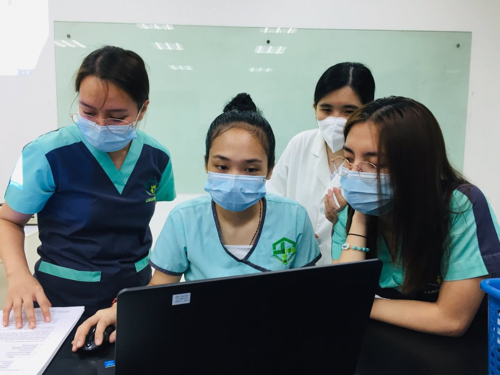 Participants of the UPD-NIMBB training workshop for COVID-19 detection at a UPD-NIMBB workstation. Photo courtesy of UPD-NIMBB