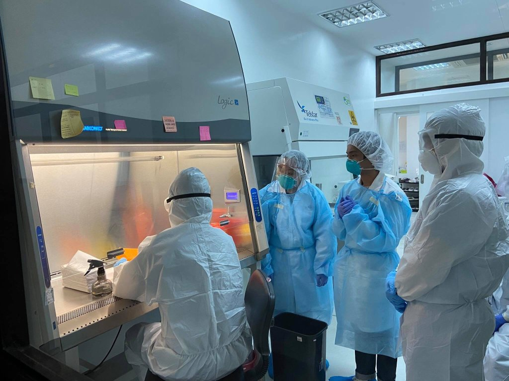 Participants of the UPD-NIMBB workshop on COVID-19 detection go over rules of sample management. Photo courtesy of UPD-NIMBB
