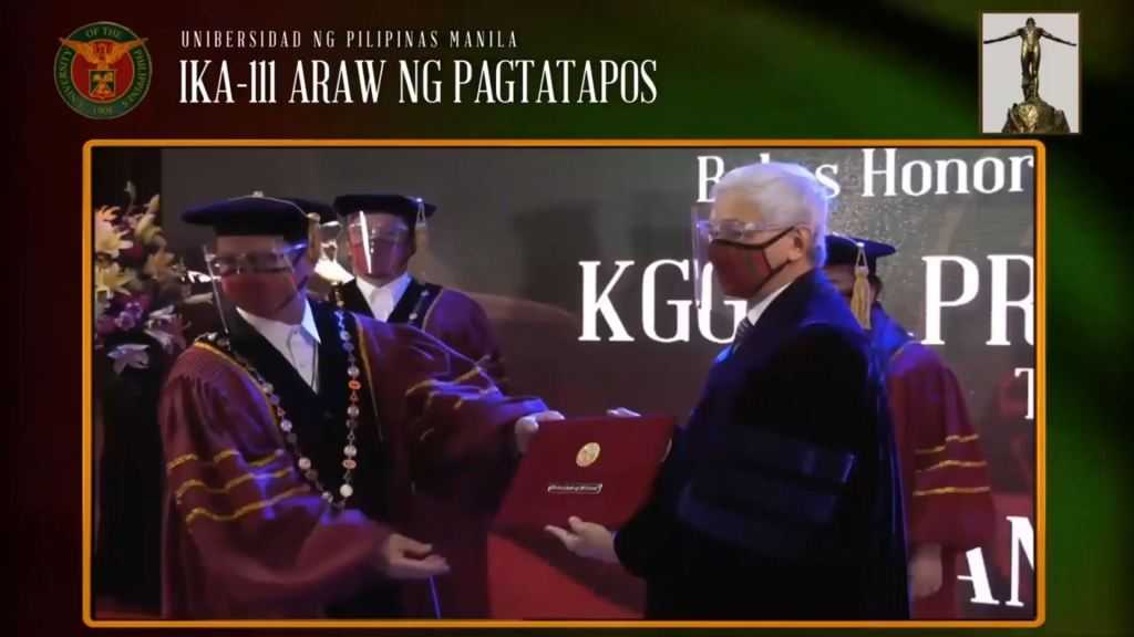 UP President Danilo Concepcion presenting former UP President Alfredo Pascual with his third degree from UP. Screenshot from the livestream of the UP Manila commencement exercises. [https://www.youtube.com/watch?v=mPtESdmgx5A]